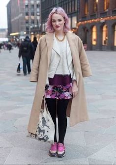 Meri - Hel Looks - Street Style from Helsinki. Early spring days that are still cold. Street Style Blog, Looks Street Style, Street Style Women, Helsinki, Winter Fashion Outfits, Autumn Fashion, Fashion Over 50, Bunt, Fashion Forward
