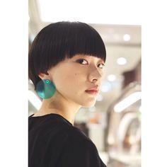 骨格に似合わせたワイドバングのショートヘア . 少しモード色があるこのヘアスタイルを是非チャレンジしてみて欲しいです。 . #いつくし #中目黒美容室 #中目黒美容院 #マッシュショート #シシドカフカ #ワイドバング