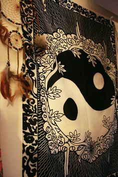 ying-yang wall hanging