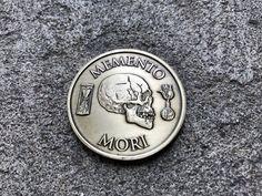 """A expressão do latim """"memento mori"""" significa """"lembre-se de que um dia você vai morrer."""" Isso é um encorajamento para levar uma vida mais significativa."""