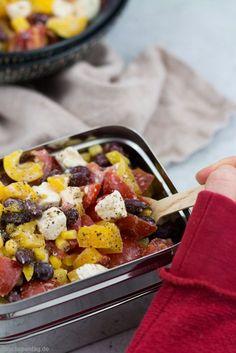 Rezept für einen schnellen und einfachen Salat mit Kidneybohnen, Mais, Tomaten, Paprika und Feta.  #mealprep #büroessen