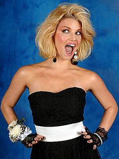 Jessica Simpson gives a nod to Madonna fingerless lace gloves! and hairspray as she takes her prom picture. Prom Pictures Couples, Prom Couples, Teen Couples, Prom Photos, Maternity Pictures, Couple Pictures, Prom Hair Down, Prom Hair Updo, Ashlee Simpson