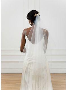 """""""Sidonie"""" Voile de mariée court en tulle avec joli peigne perlé"""