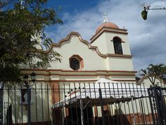 All sizes | Iglesia Catolica en Valle de Angeles, Honduras, via Flickr.