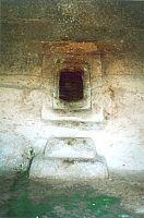 Santu Pedru domus de janas  porta con gradini d'accesso alla cella C Tomba dei vasi tetrapodi
