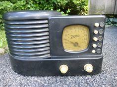 Vintage 1938/39 Zenith 6D-312 Bakelite Beehive Push Button Tube Radio NO RESERVE