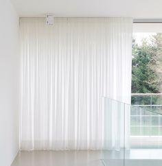 Stunning sheer white linen curtains overlaying sleek helioscreen gordijneng 27782854 ceiling curtainscurtain ideasliving room inspirationwindow shoppingsliding glass doorglass planetlyrics Image collections