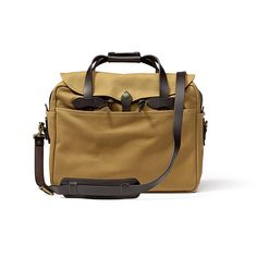 Iconic (and said to last forever! Well anything more than a year or two is already forever). I WANT. // Filson Briefcase Computer Bag #Filson #Workhorse #Utilitarian