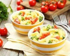 mini salades tièdes de fusilli aux tomates cerise et brocolis :  http://www.cuisineaz.com/recettes/mini-salades-tiedes-de-fusilli-aux-tomates-cerise-et-brocolis-86754.aspx