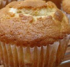 Muffin senza burro allo yogurt: ecco la ricetta per preparare dei buonissimi e soffici muffin senza burro allo yogurt con ingredienti semplici e leggeri.
