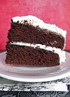 devil's food cake with marshmallow frosting.my mom used to make a chocolate cake with frosting like this. Devils Food, Köstliche Desserts, Delicious Desserts, Yummy Food, Cake Bars, Marshmallow Frosting, Chocolate Marshmallow Cake, Chocolate Cake, Cake Recipes