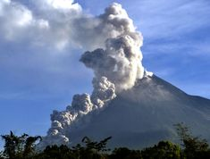 nuee ardente | Fig. 3 A small nuée ardente during the 2006 eruption of Merapi ...