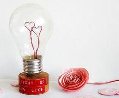 Idée n°9 : Déclaration Quoi de mieux qu'une ampoule pour déclarer votre flamme à l'être aimé ?