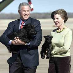 Former president George W. Bush and former first lady Laura Bush carry their Scottish terriers Barney and Miss Beazley. Puppy Names, Pet Names, Laura Bush, Pitbull Terrier, Terrier Dogs, Westies, Mans Best Friend, Dog Pictures, Dog Training