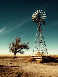 West Texas windmill -- I just love these beautiful relics, many of which are still operational. Farm Windmill, Old Windmills, Wind Of Change, Ranch Life, West Texas, Le Far West, Water Tower, Old Barns, Imagines