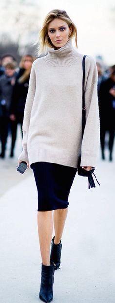 Winter outfits. Oversized sweater + midi skirt