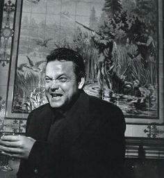 Orson Welles au café Les chasseurs Décembre 1949 by Robert Doisneau Robert Doisneau, Famous Pictures, Cool Pictures, Henri Cartier Bresson, André Kertesz, Orson Welles, Wisconsin, Up The Movie, Films Cinema