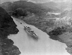 USS Saratoga in the Panama Canal, 1930