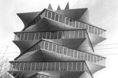 La buena arquitectura acaba triunfando, y Miguel Fisac, que estuvo en la cresta de la ola desde el principio de su carrera profesional hasta los años sesenta, y que en los setenta sufrió un injusto y vergonzoso olvido, vuelve a ser apreciado, y encuentra de nuevo sitio en la historia de la arquitectura española via@arquitectamos