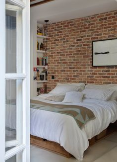 Appealing Rustic Bedroom with Brick Wall Decoration Ideas Apartment Furniture, Apartment Interior, Brick Wall Bedroom, Brick Walls, Bed Wall, Brick Interior, Bedroom Loft, Bedroom Decor, Wall Decor