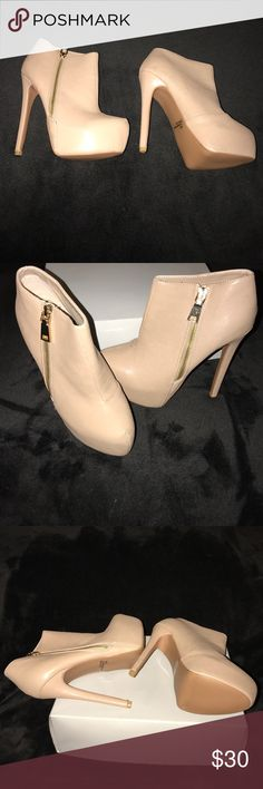 Qupid nude booties Brand new & never, worn size 7 Qupid booties. Nude in color with 5.5inch heels and a gold zipper. Qupid Shoes Ankle Boots & Booties