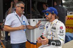 Fernando Alonso, Andretti Autosport Honda talks to Gil de Ferran at Indy 500