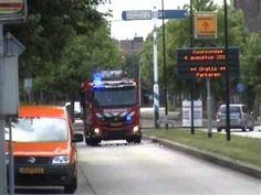 De brandweer is met de TS 7234 van post Bergen op Zoom onderweg naar zie...