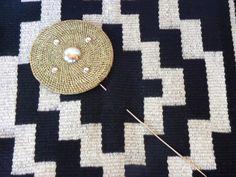 Tupu (alfiler mapuche ) plata y fibra vegetal Tree Skirts, Jewerly, Christmas Tree, Bling, Kids Rugs, Holiday Decor, Chile, Ethnic, Maximalism