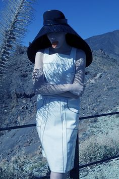 Moon Rocks- 2012 Fashion photographer Viviane Sassen - in pictures Artistic Photography, Photography Women, Editorial Photography, Fashion Photography, Photography Ideas, Fashion Mode, Fashion Art, Editorial Fashion, Acne Paper