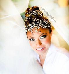 "52ed50b01cdd 𝐁𝐫𝐢𝐝𝐚𝐥 𝐒𝐭𝐲𝐥𝐞𝐬 𝐁𝐨𝐮𝐭𝐢𝐪𝐮𝐞 on Instagram  ""Stunning green  eyed beauty Jamie dazzling in her custom crystal headpiece by   BridalStylesBoutique ..."