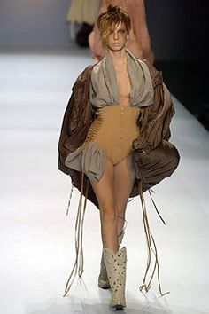 Jean Paul Gaultier Spring 2004 Ready-to-Wear Fashion Show - Jean Paul Gaultier, Angela Lindvall (OUI)