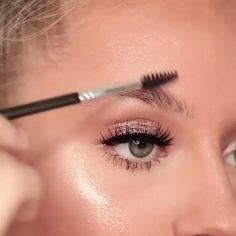 benefit makeup - Make Up Time Eye Makeup Blue, Natural Eye Makeup, Skin Makeup, Beauty Makeup, Natural Brows, Makeup Brushes, Makeup Eyeshadow, Makeup Younique, Vogue Makeup