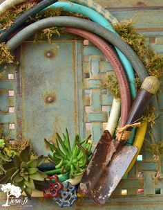 junk food DIY Salvaged Junk Projects 428 - Garden hose wreath, dipped pictures, solar ladder lights, map dish, plus! Repurposed features and NEW upcycled projects. Tool Wreath, Diy Wreath, Wreath Ideas, Wreath Crafts, Most Beautiful Gardens, Unique Gardens, Garden Crafts, Diy Garden Decor, Garden Ideas