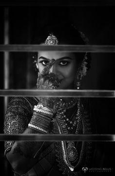"""Mangalyam tantunanena mama jivana hethuna, Kanthe badhnami subhage twam jeeva sarada satam""  #keralaweddingstyle #hindhubride #black&white #weddingbellsphotography"
