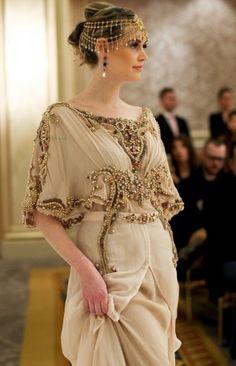 Women style - Oriental Fashion Show 2014 Couture Fashion, Hijab Fashion, Fashion Dresses, Paris Fashion, Fashion Goth, Steampunk Fashion, Beautiful Gowns, Beautiful Outfits, Beautiful Life