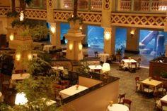 The Dig Restaurant At Atlantis Paradise Island Bahamas Where You Can Dine And Watch Aquarium