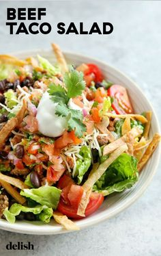 When it comes to dinner salads, none are more hearty than a good taco salad. Looking for an easy taco salad recipe? This Beef Taco Salad Recipe is the best. Beef Taco Salad Recipe, Taco Salad Recipes, Taco Salads, Beef Salad, Salad Recipes Video, Healthy Salad Recipes, Mexican Food Recipes, Meat Recipes, Recipies