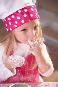 Little one baking - i usually will not share pictures of children, especially those that are not mine, but this picture is stinking adorable! Precious Children, Beautiful Children, Beautiful Babies, Little People, Little Ones, Little Girls, Cute Kids, Cute Babies, Baby Kids