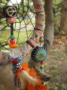 """ DE MATHAJI PARA MATHAJI "": SAIBA COMO FAZER O FILTRO DOS SONHOS Dream Catchers, Dream Catcher Boho, Hippie Love, Hippie Art, Mundo Hippie, Bouquet Wrap, Eco Friendly House, Diy Projects To Try, Suncatchers"