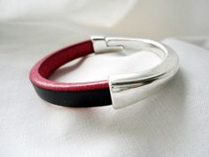 Woman half bracelet Fuchsia and black silver door mitallerdenubes