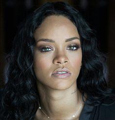 Rihanna has been named the 2017 Harvard University Humanitarian of the Year!