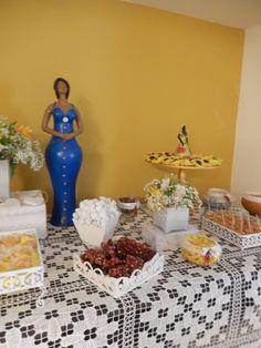 Foram servidos ainda doces típicos baianos:quindins, cocadas artesanais, doce de leite caseiro (ambrosia)