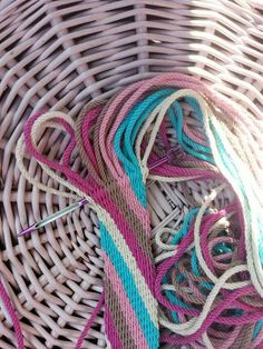 Ply-split  braiding!  Saskia heerlijk aan het werk in het zonnetje ....  Volg ons op  www.facebook.com/mijnschoonzusenik