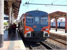 """Est. de Medina del Campo. ADIF.  Automotor diesel 596 """"Tamagochi"""" Regional RENFE."""