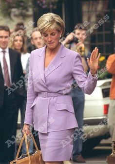 "-EXCLUSIVE- 04/07/97 PRINCESS DIANA LEAVING ""THE SQUARE""-RESTAURANT IN LONDON"
