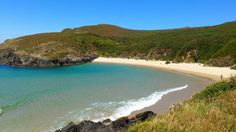 Playa de Carrizo, #Pantin, #Valdoviño, España http://www.travelnsurf.com/es/r-14/galicia