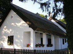 egyszerűen szép Backyard Sheds, Thatched Roof, European House, Cottage Homes, Traditional House, Country Life, My Dream Home, Farmhouse, House Design