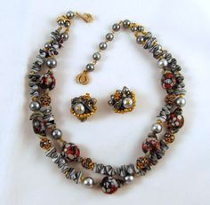Standout Regency Jewels Art Glass Dog Bone Beads Necklace Earrings