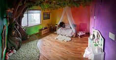Loving Dad Builds Incredible Fairy Tree Reading Nook in His Daughter's Bedroom Video game artist Rob Adams (aka radamshome) spent 350 hours of his time creating his daughter Lia's dream: a magical, bedroom-based tree that d Tree Bedroom, Living Room Bedroom, Girls Bedroom, Kid Bedrooms, Bedroom Ideas, Bedroom Decor, Hippie House, Hippie Home Decor, Fairytale Bedroom