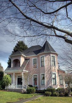 Pearl St Victorian - Eugene, Oregon